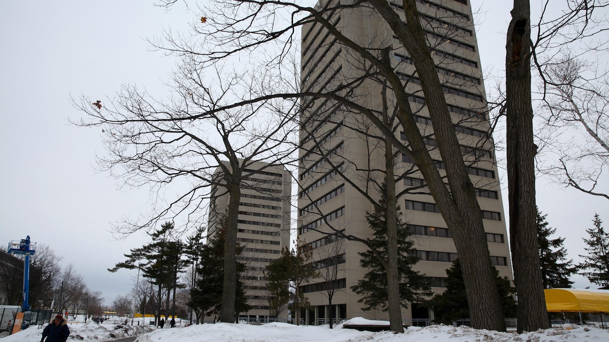 Les pavillons des sciences de l'éducation et Félix-Antoine-Savard sur le campus de l'Université Laval.