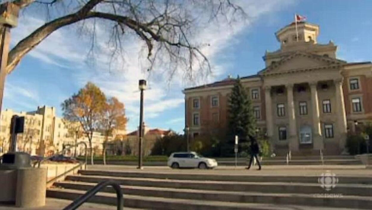 La façade d'un des édifices de l'Université du Manitoba.
