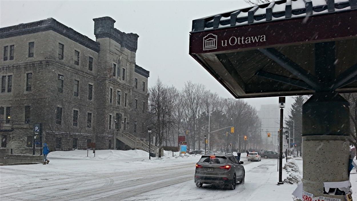 Le campus de l'Université d'Ottawa en hiver