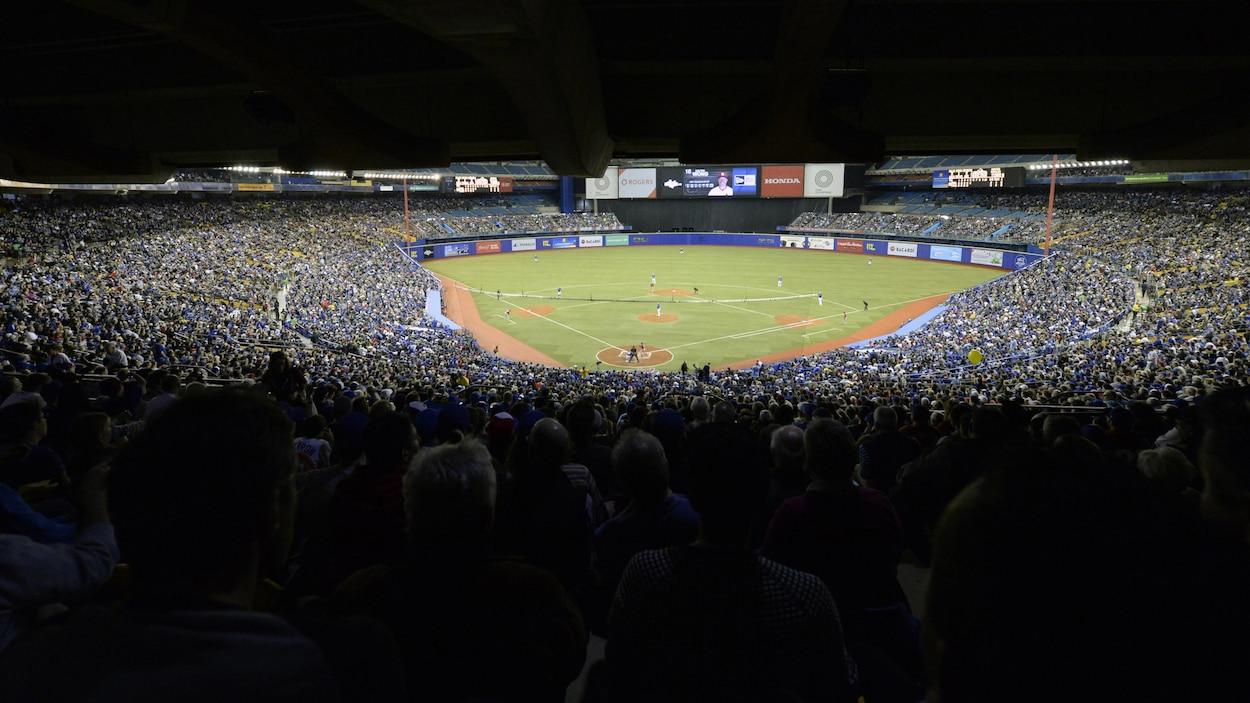 Le stade est plein.