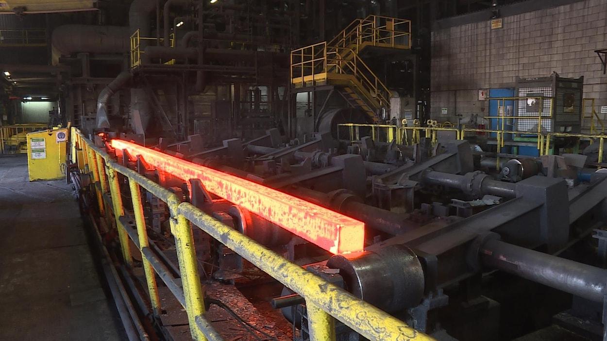 L'intérieur du laminoir de l'usine d'Ivaco à L'Orignal.