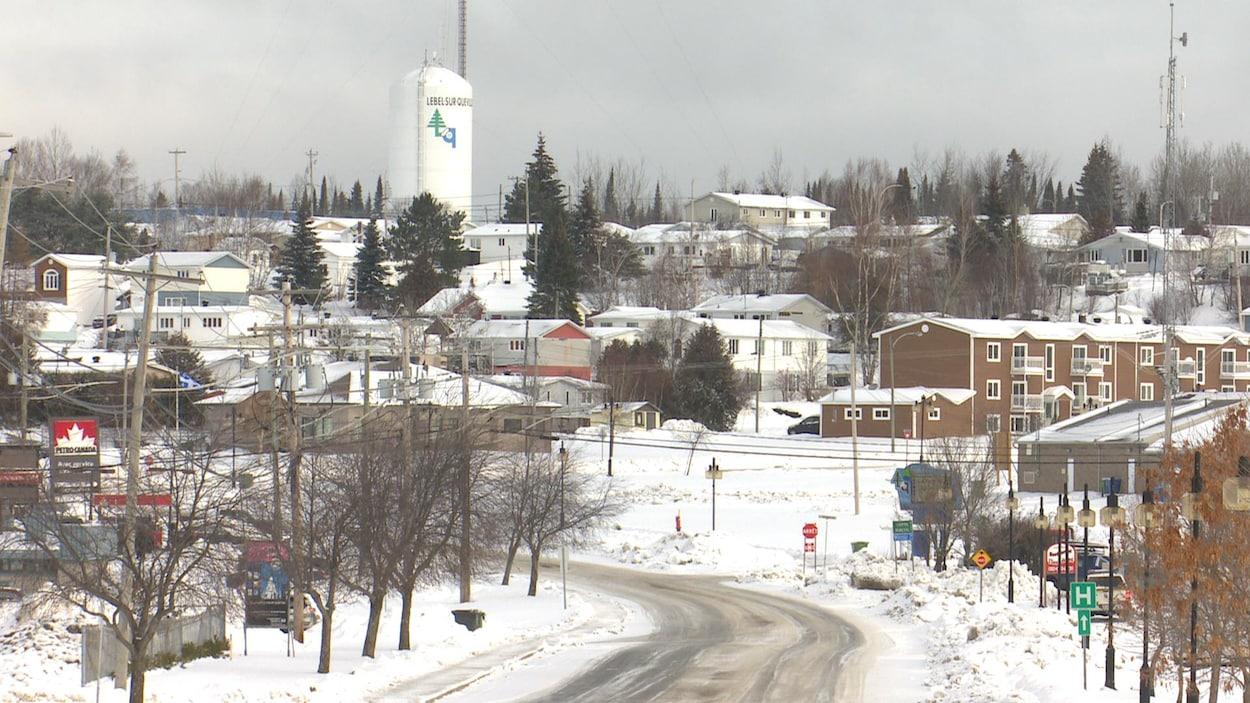 Une vue de la ville en hiver.