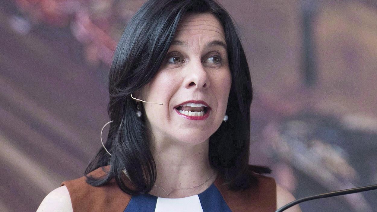 La mairesse en conférence de presse.
