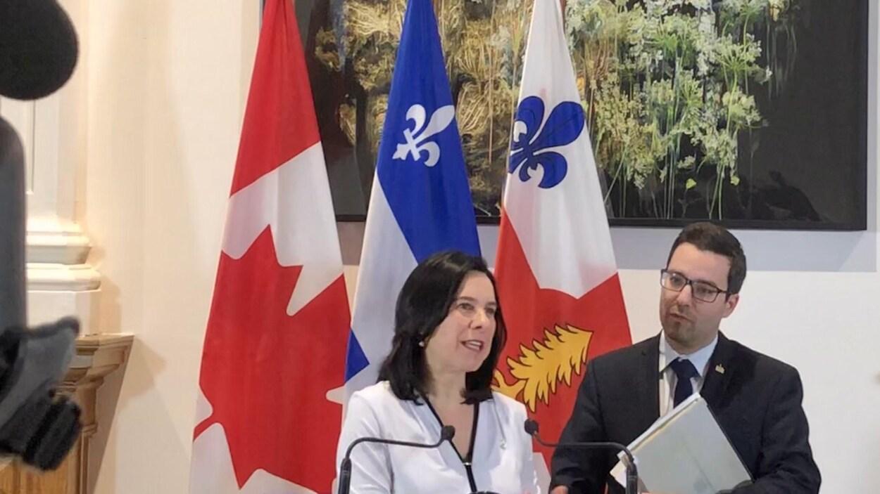 Valérie Plante et Roger Beaudry s'adressent aux journalistes.