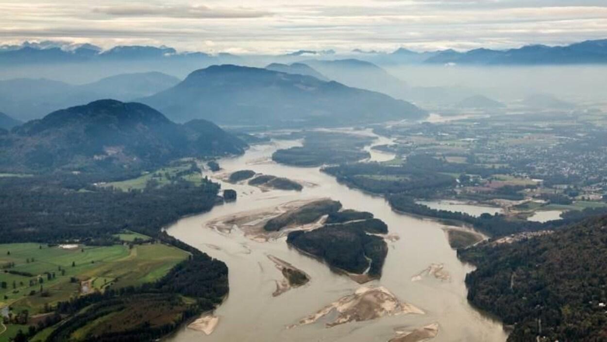 Plan large en hauteur de la vallée du Fraser