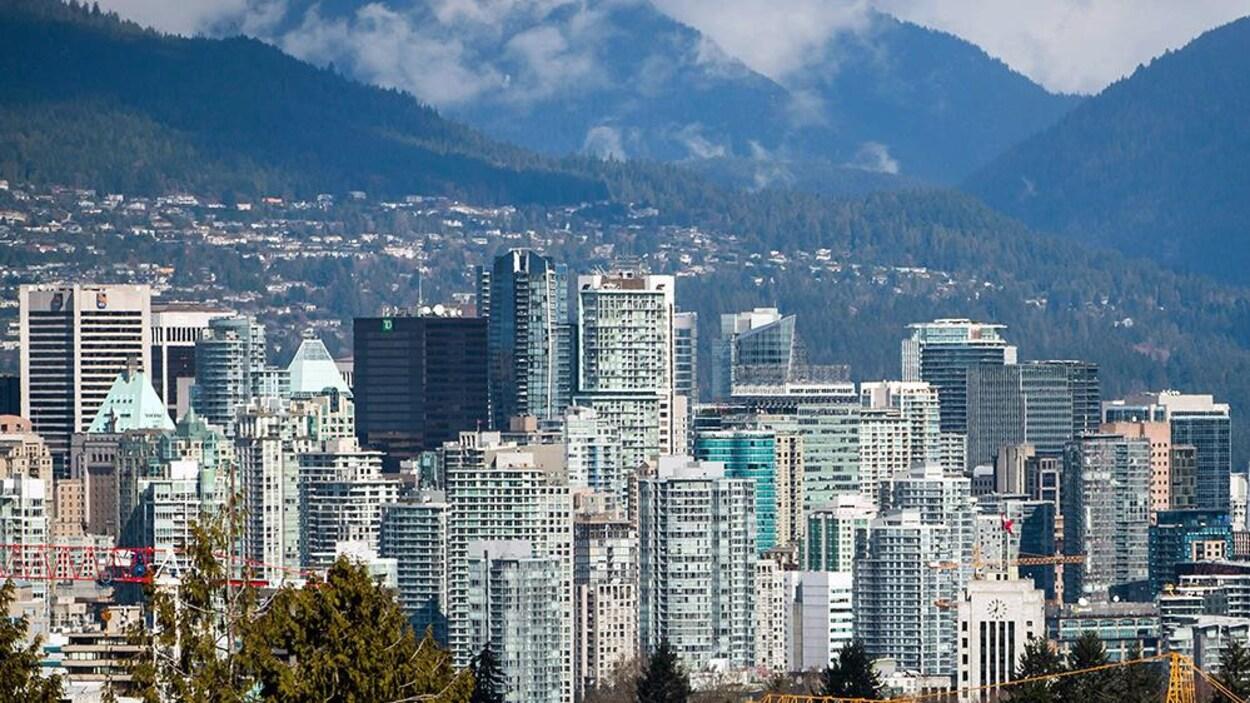 Beaucoup de gratte-ciels à Vancouver.
