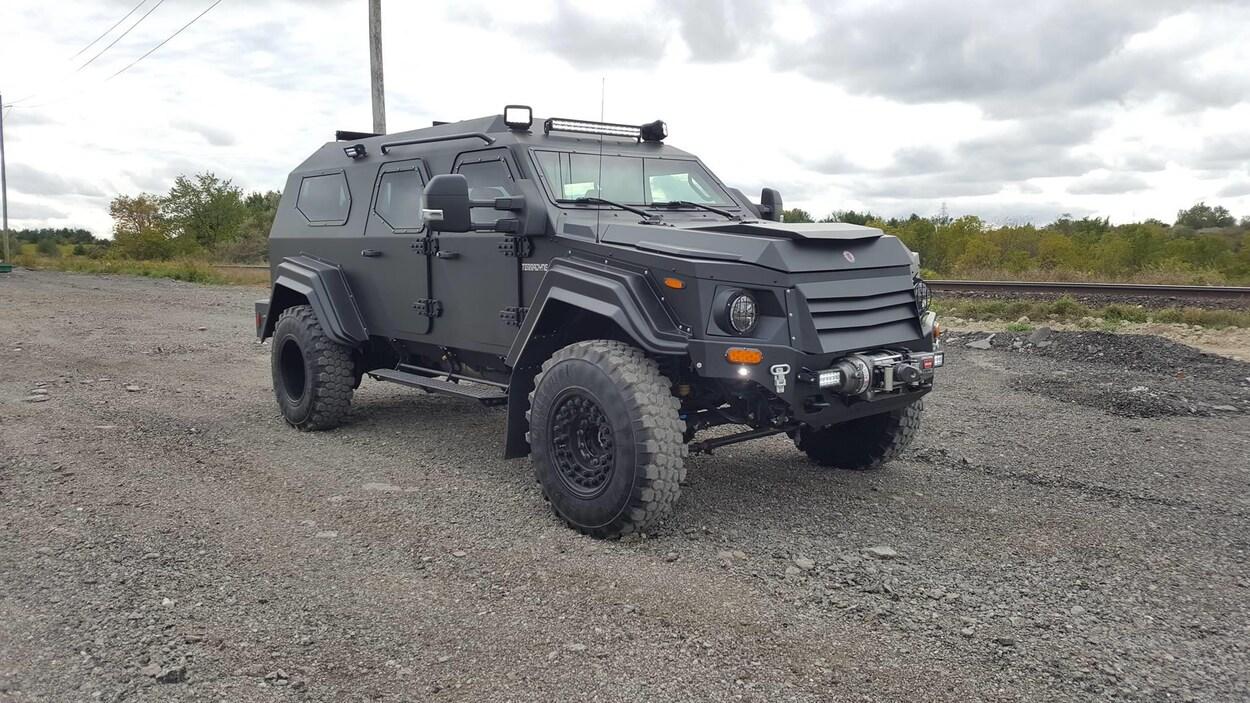 Un véhicule blindé de la marque Terradyne Gurkha.