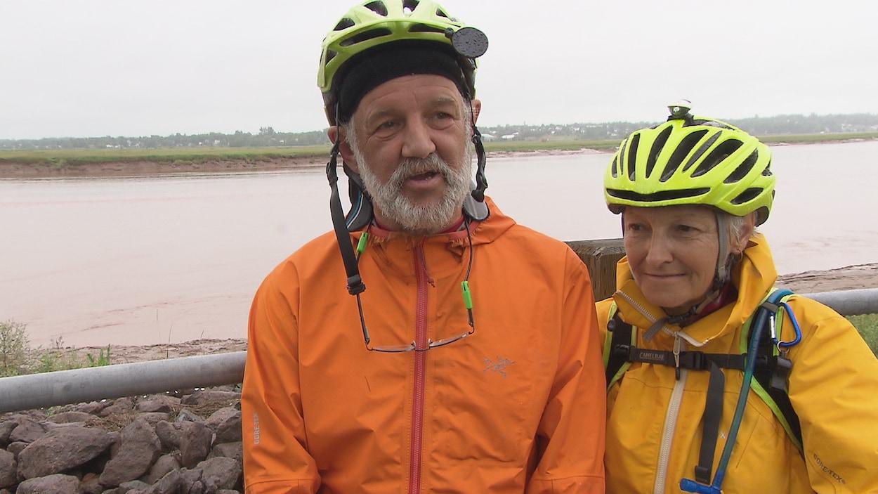 Un couple de Saint-Louis de Kent, au Nouveau-Brunswick termine ce samedi un périple en vélo à travers le Canada.