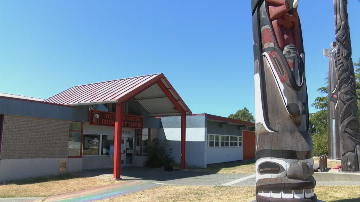 Le centre de services au Autochtones.