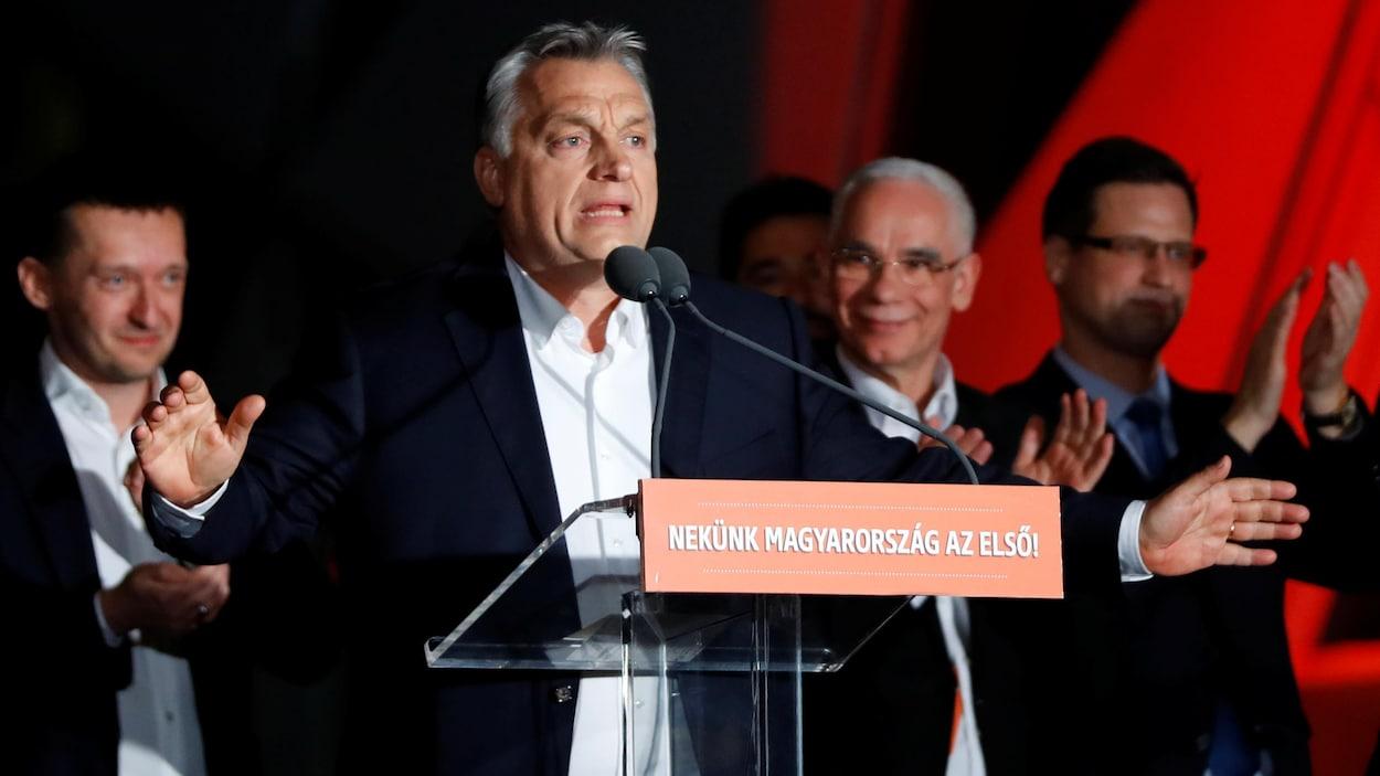Le premier ministre hongrois Viktor Orban s'adressant à ses partisans.