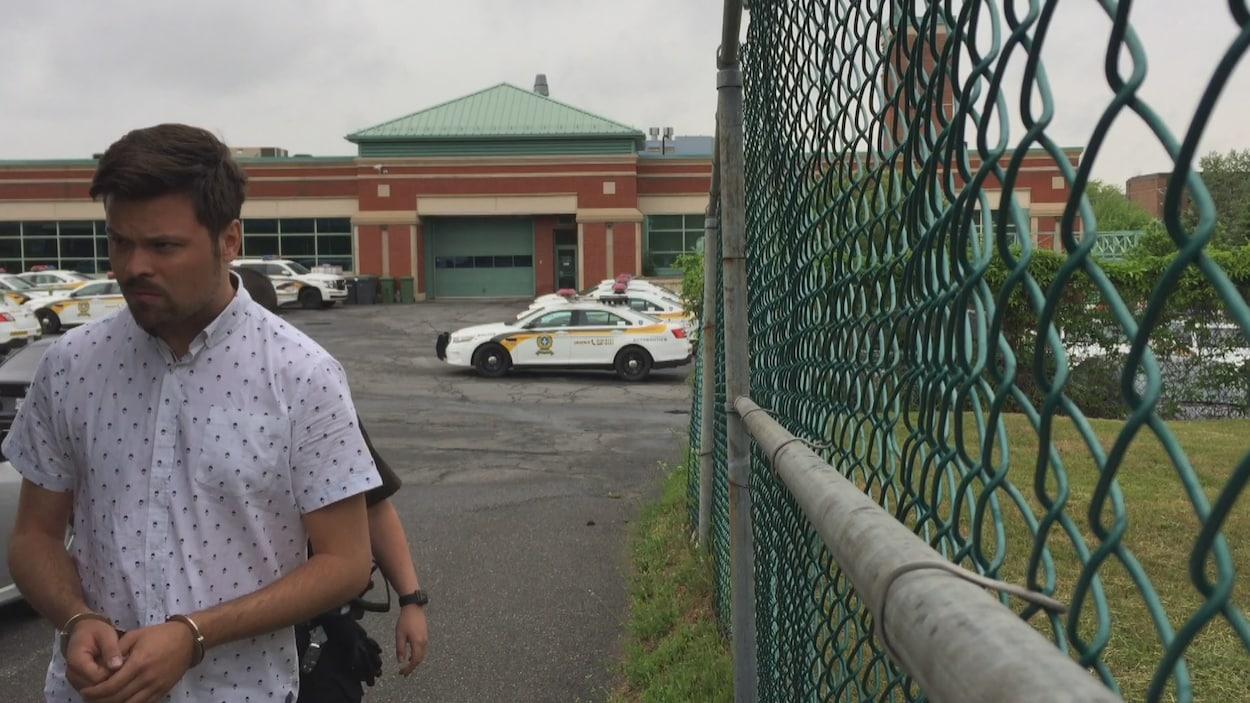 Vincent Simard à son arrivée au palais de justice de Drummondville