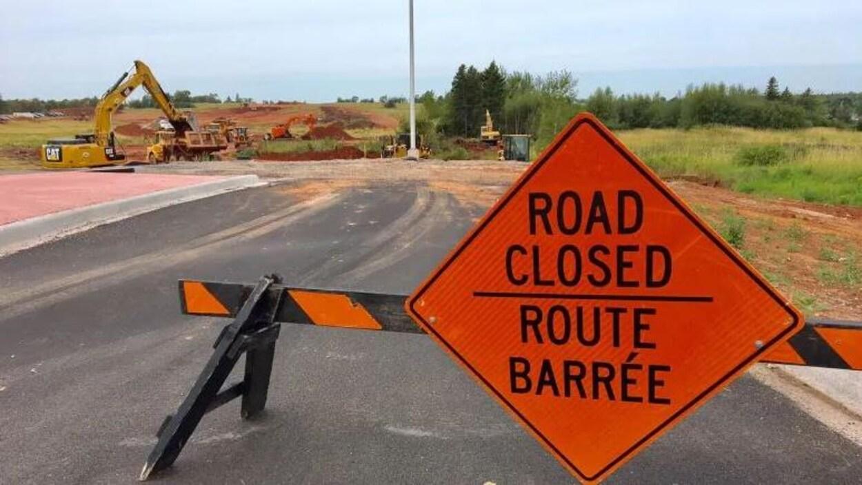 Les travaux de construction de la voie de contournement de Cornwall, en banlieue de Charlottetown, à l'Île-du-Prince-Édouard.
