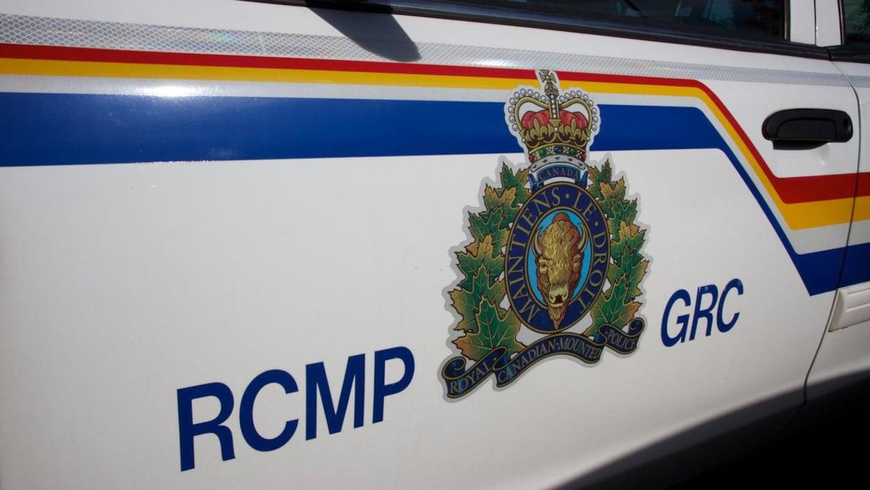 Un véhicule avec l'insigne de la Gendarmerie Royale du Canada (Archives)