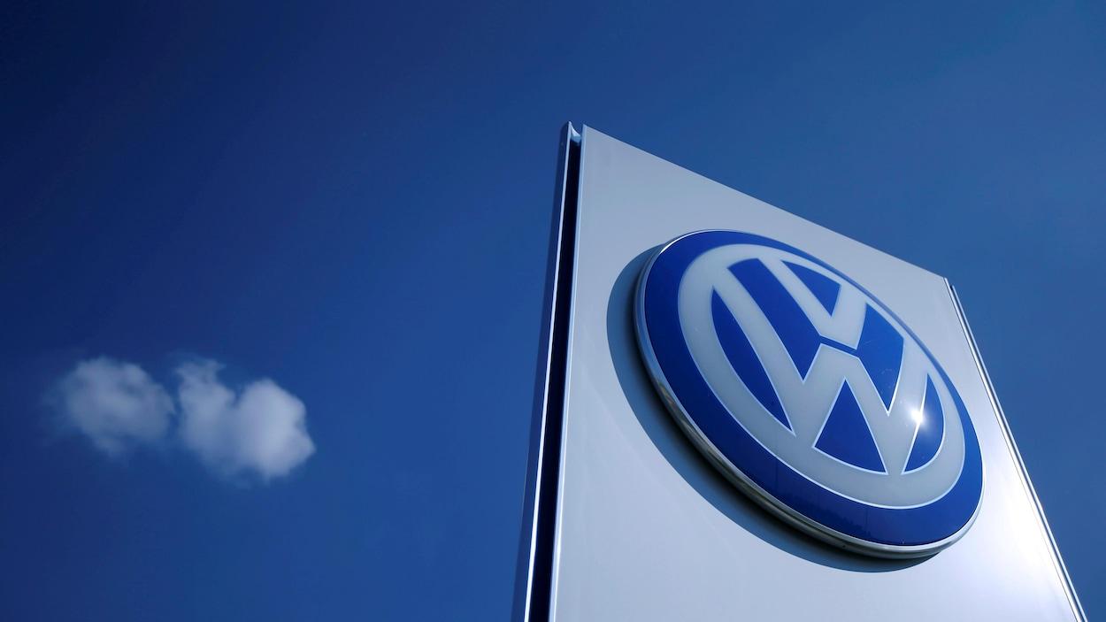 Le logo de la compagnie Volkswagen.