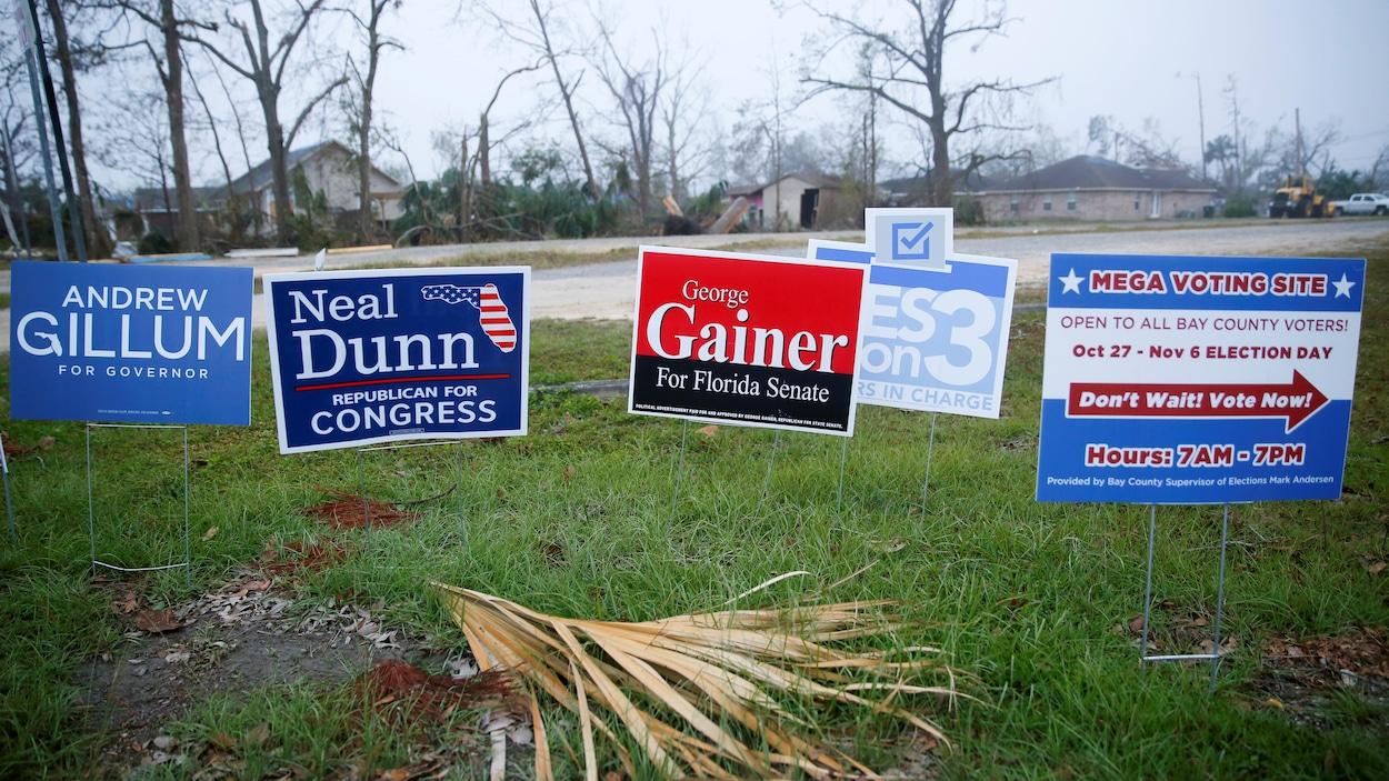 Des affiches électorales des deux grands partis américains, en Floride.