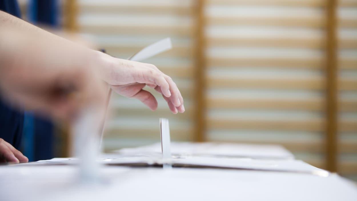 Un groupe mystère envoie des textos et faits des appels électoraux en vue du scrutin au Nouveau-Brunswick.