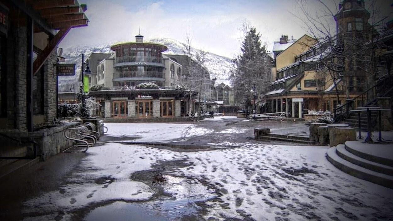 Le village de Whistler, en C.-B., désert.