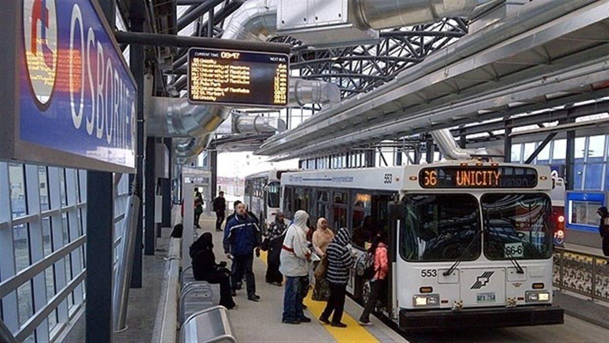 La gare d'Osborne du service de transport rapide de Winnipeg.
