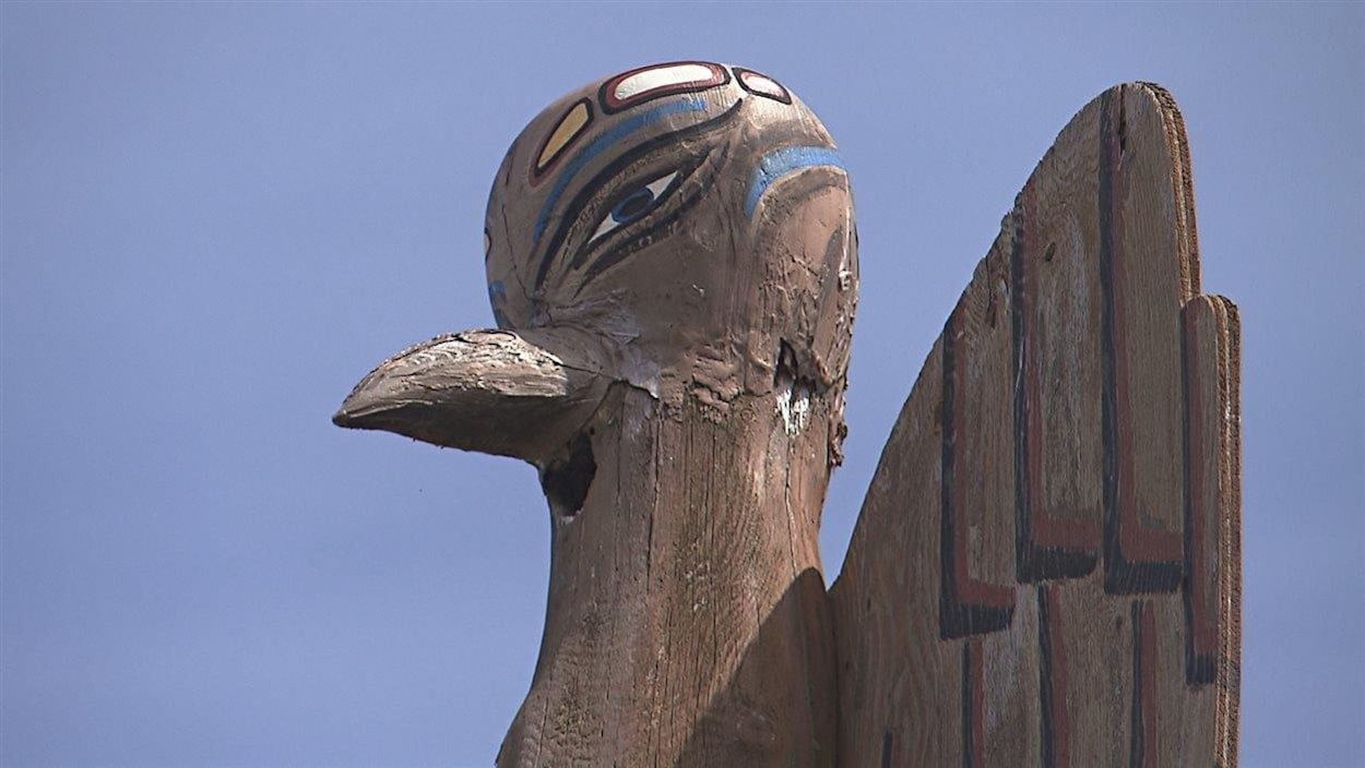 Un totem trône sur le territoire des Abénaquis de Wôlinak.