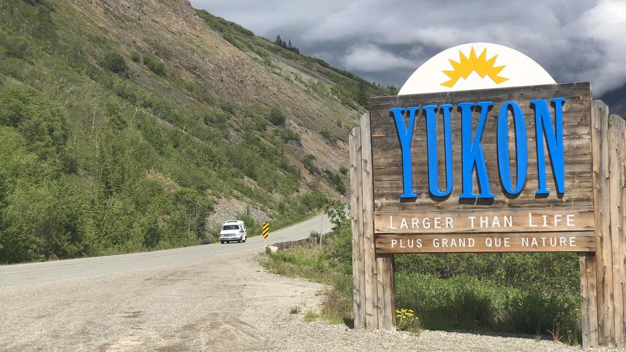 Enseigne à la frontière du Yukon.