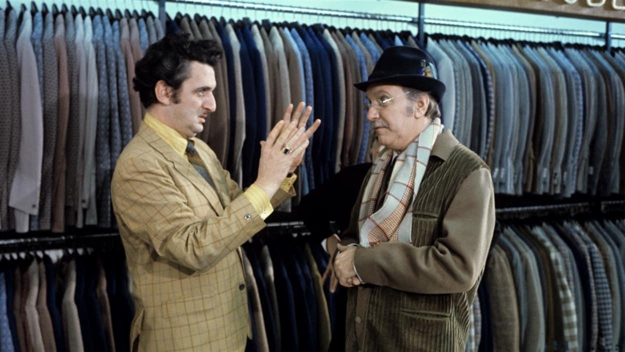 Le réalisateur Yvon Trudel dirige le comédien Jean Duceppe dans  Rue des pignons  en 1971.