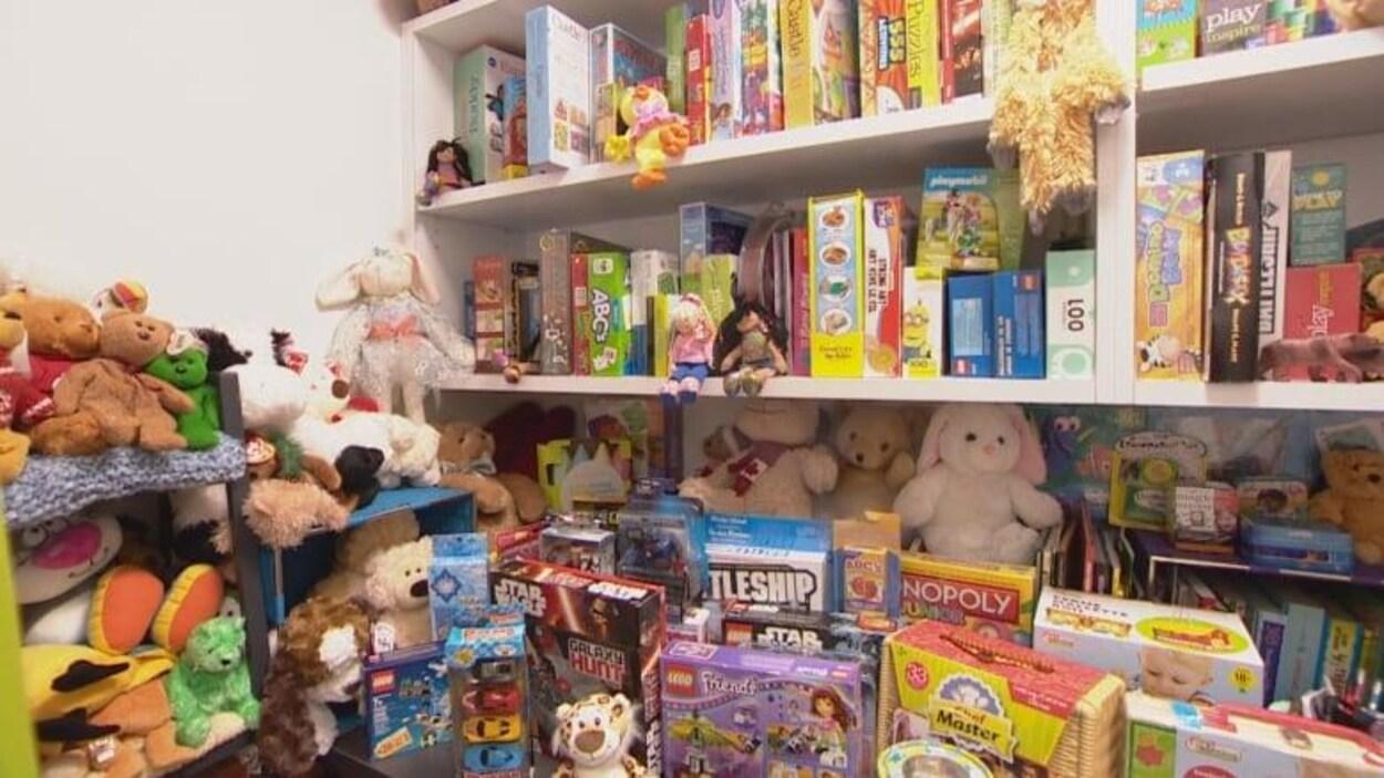Une photo montrant des jouets.