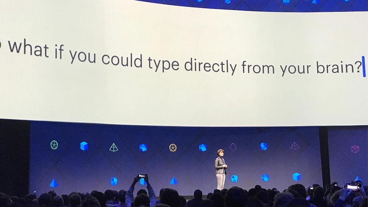 Regina Dugan à la conférence F8 de Facebook.