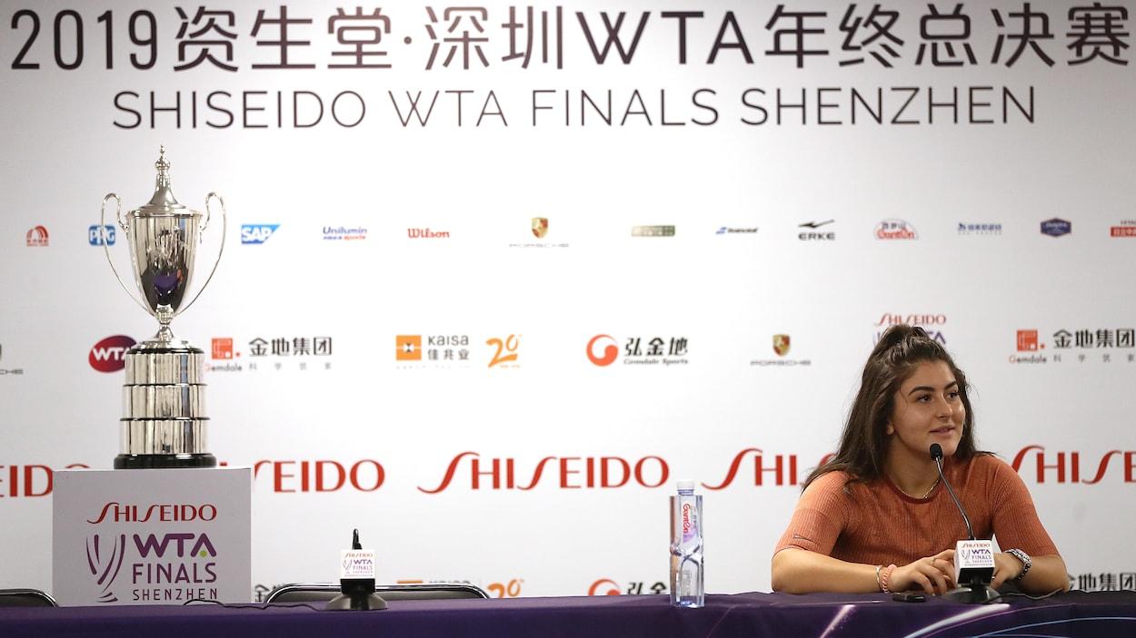 Bianca Andreescu échappe une balle de match et s'incline