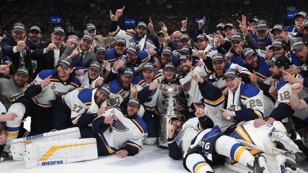 Les Blues de Saint Louis, champions de la Coupe Stanley.