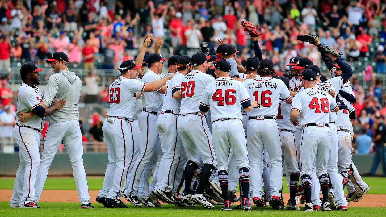Les Braves d'Atlanta célèbrent leur titre de division.