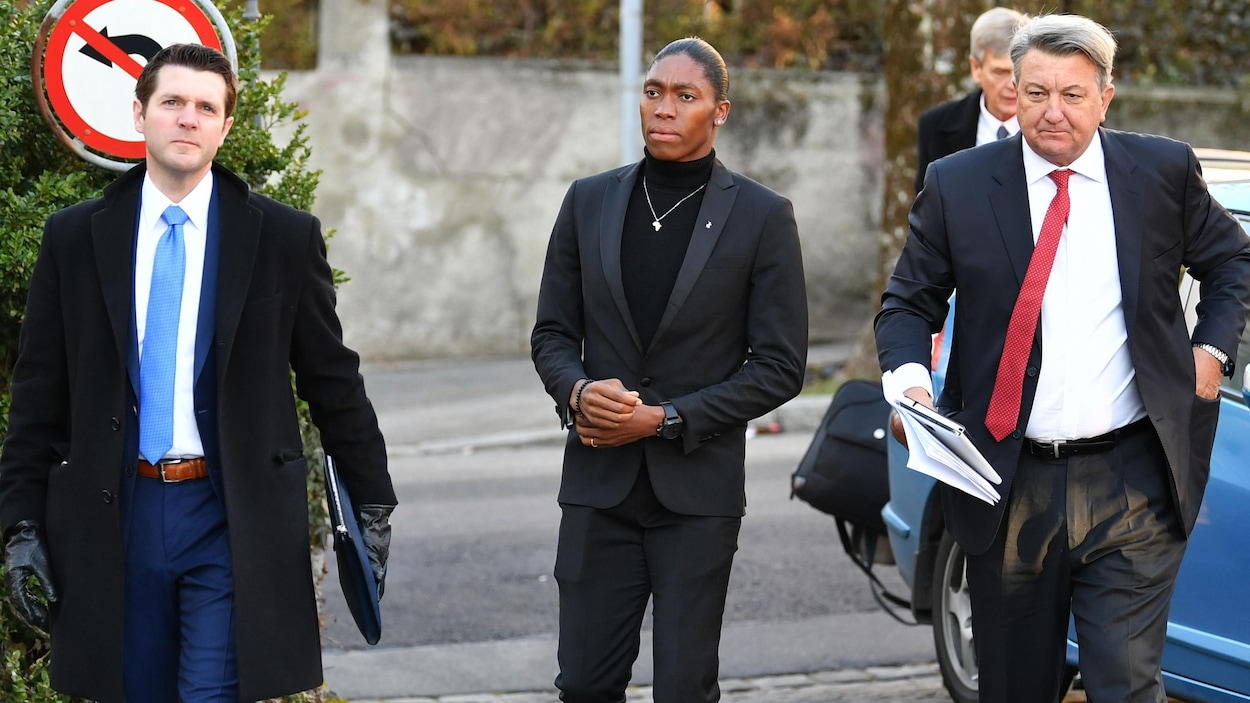Caster Semenya à l'entrée du Tribunal arbitral du sport (TAS) à Lausanne