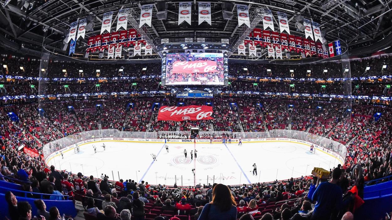 Plan large du Centre Bell rempli pour un match du Canadien