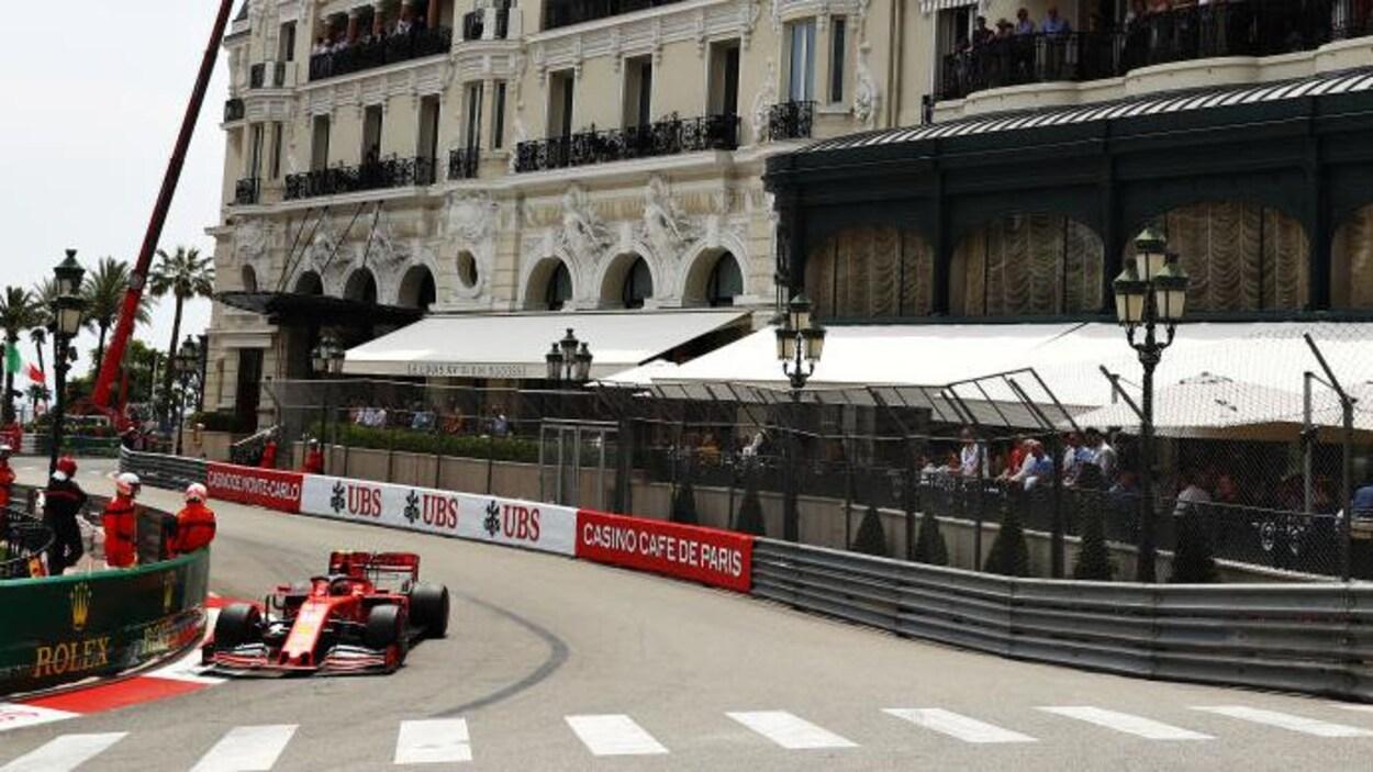 Charles Leclerc dans les rues de Monaco