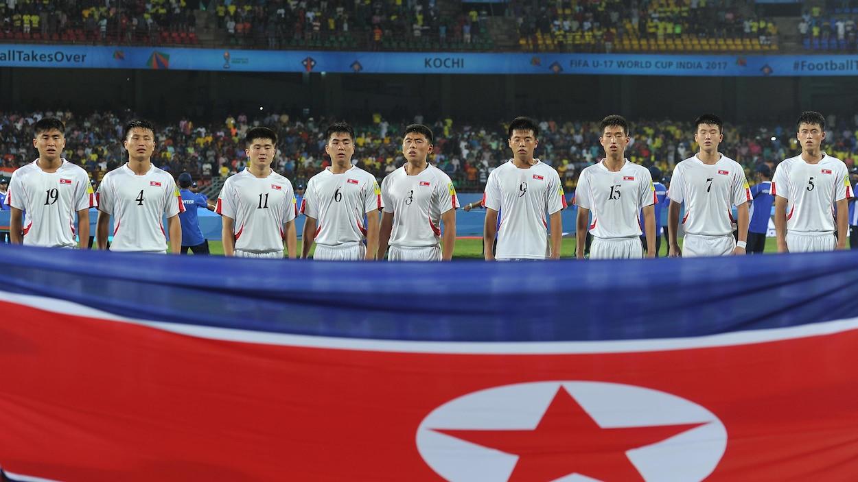 Pendant que l'équipe nord-coréenne des moins de 19 ans est privée de compétition en Australie, l'équipe des moins de 17 ans participe à la Coupe du monde, en Inde, du 6 au 28 octobre.
