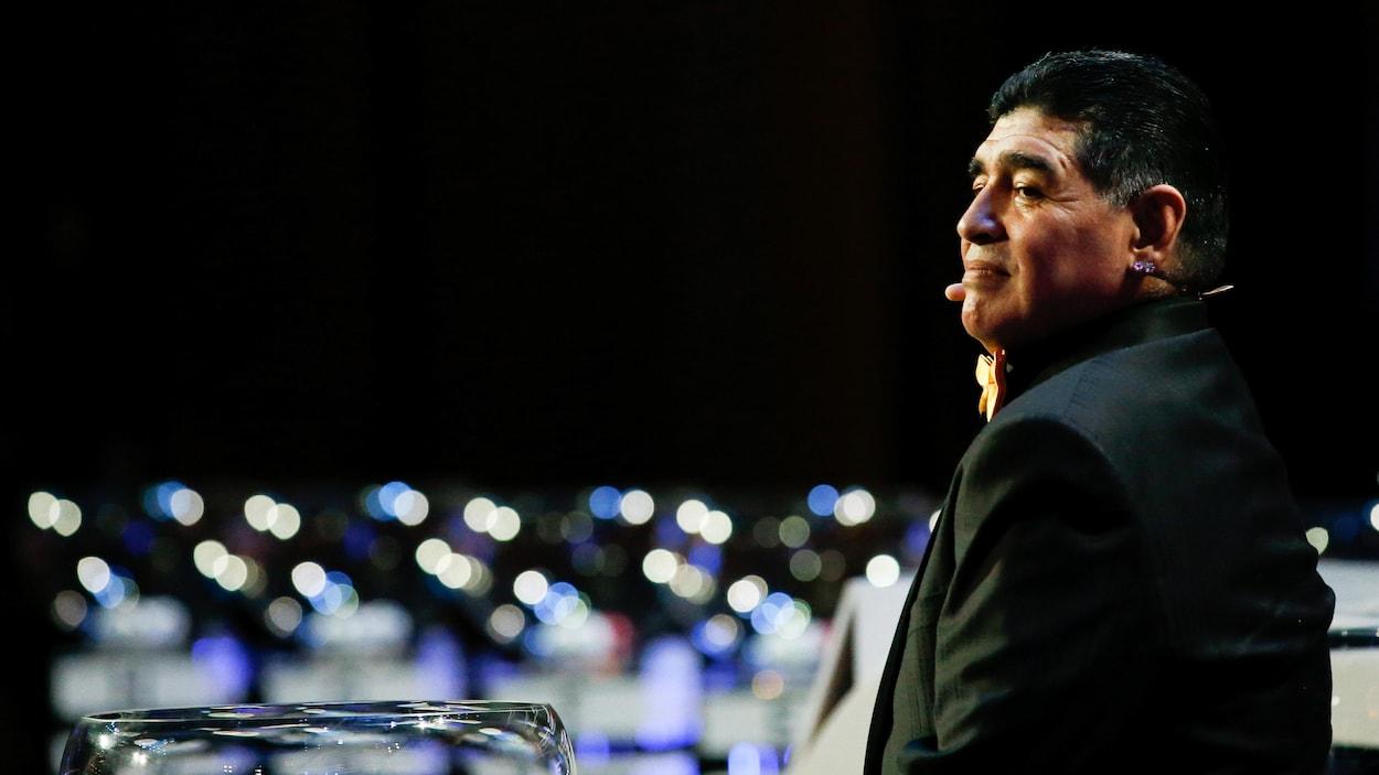 Diego Maradona, président et entraîneur d'un club bélarusse — Foot