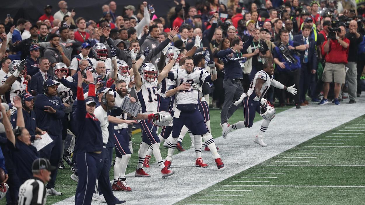 Les Patriots de la Nouvelle-Angleterre célèbrent leur victoire au 53e Super Bowl contre les Rams de Los Angeles.