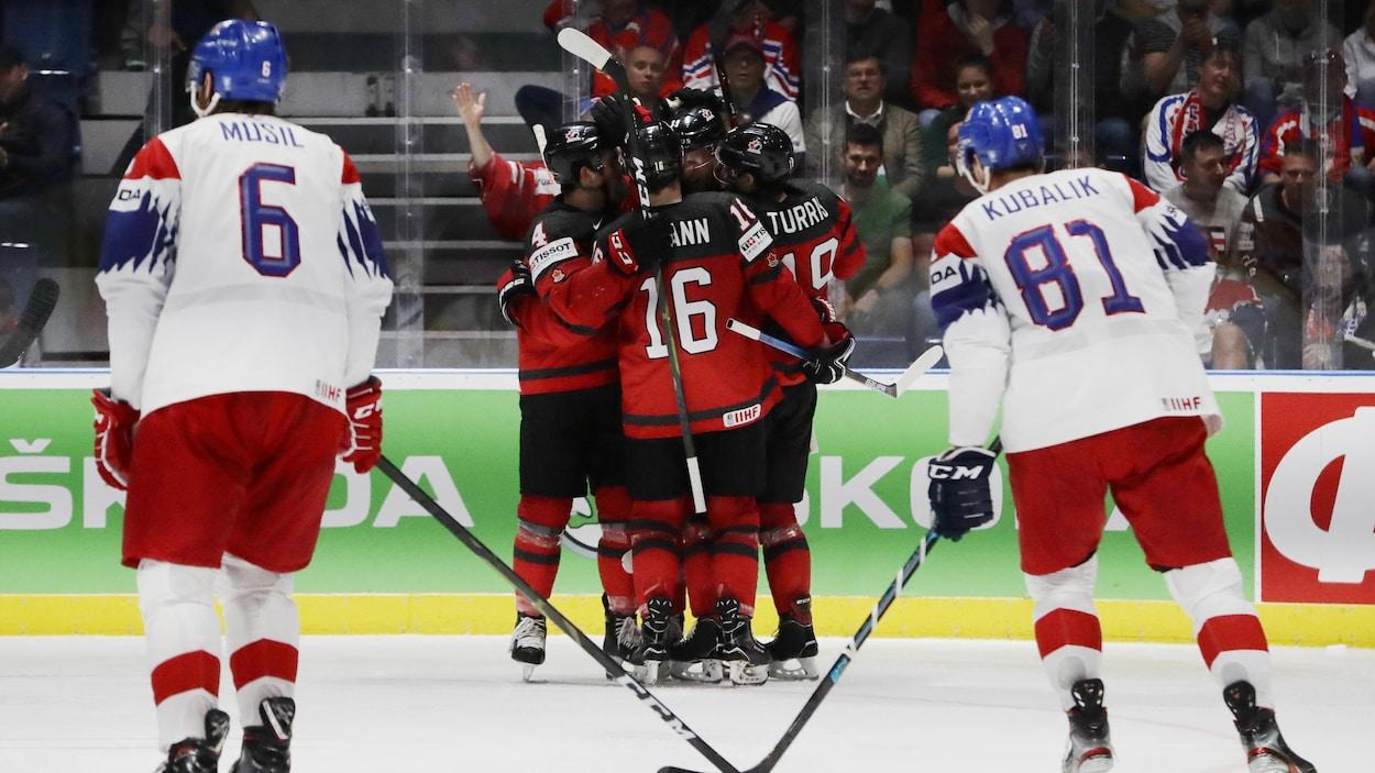 Le Canada avance en finale du Championnat du monde de hockey masculin.