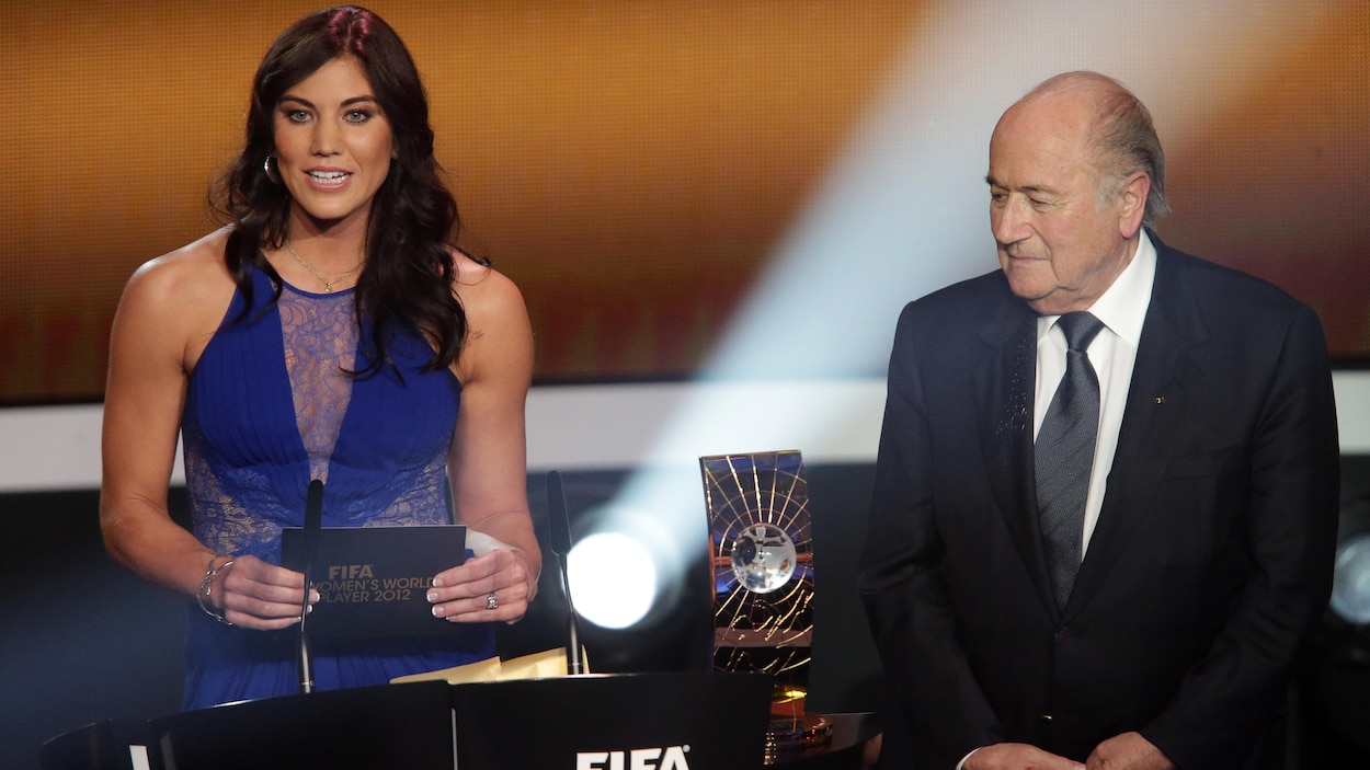 La gardienne de but américaine Hope Solo accuse Sepp Blatter d'agression sexuelle