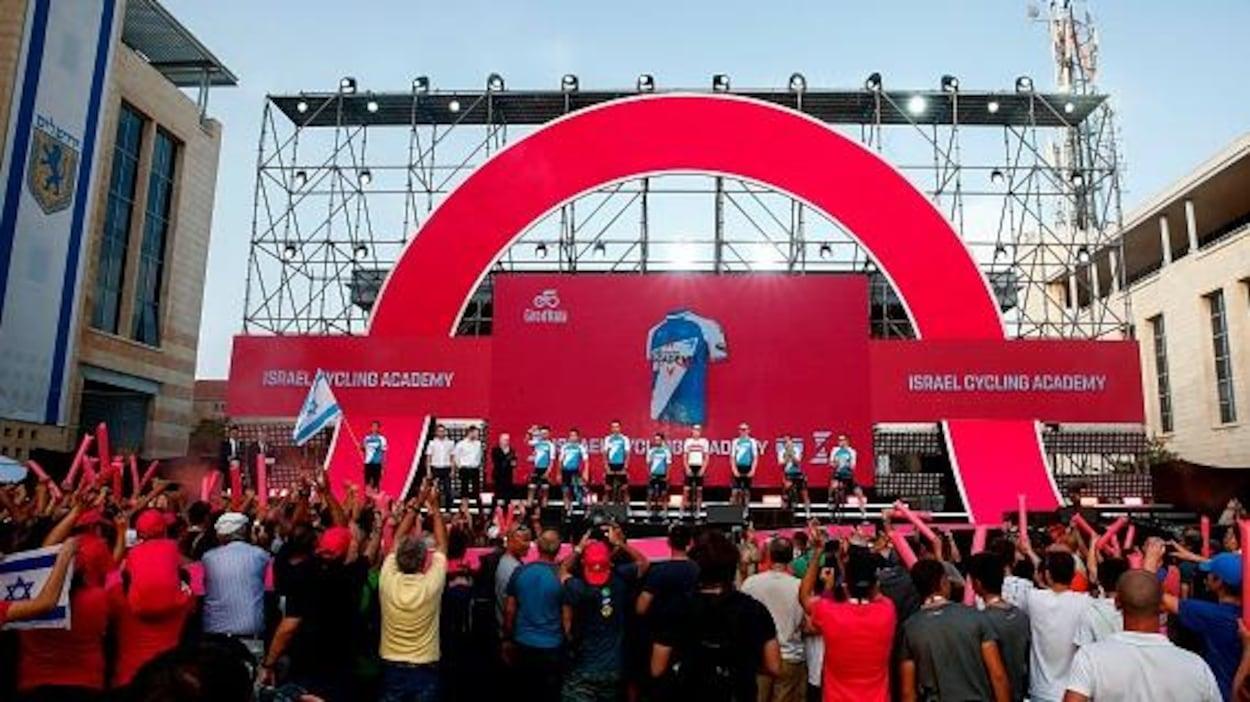 L'équipe cycliste Israel Cycling Academy lors de la présentation officielle du Tour d'Italie, à Jérusalem