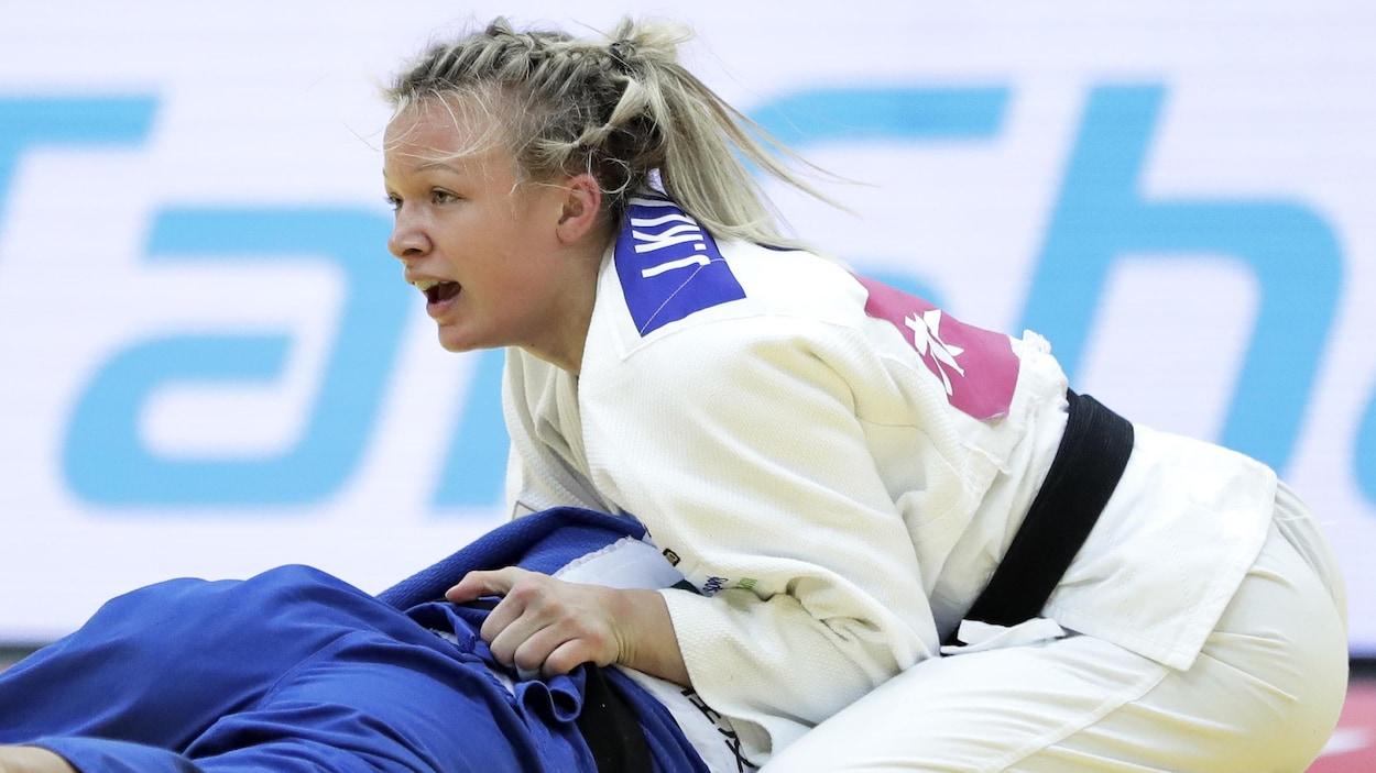 Jessica Klimkait pendant un combat en 2018