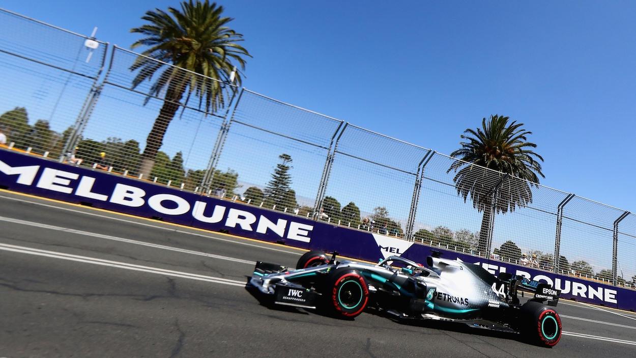 Lewis Hamilton dans la Mercedes-Benz W10 à Melbourne