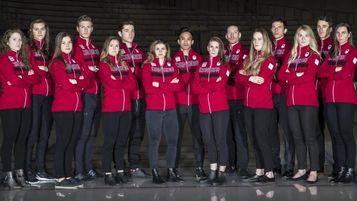 Quinze des dix-neuf patineurs qui représenteront le Canada en longue piste aux Jeux olympiques de Pyeongchang.