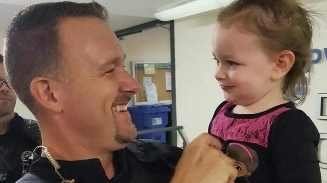 Marc-André Arpin avec la petite Athena.