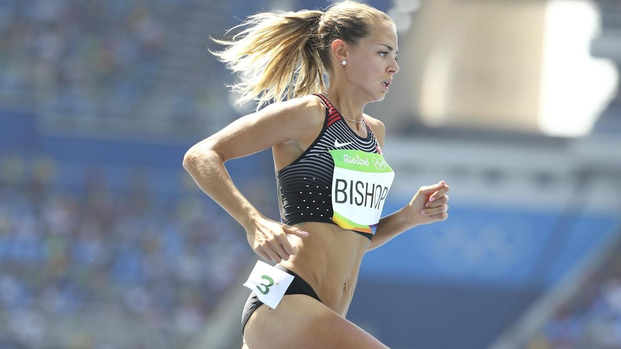 Melissa Bishop court dans sa vague de 800 m des Jeux olympiques de Rio.