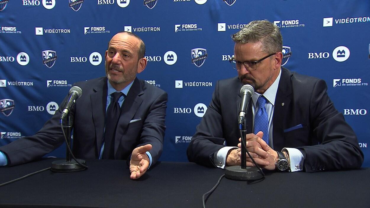 Le commissaire de la MLS, Don Garber (à gauche), accompagné du président de l'Impact, Kevin Gilmore.