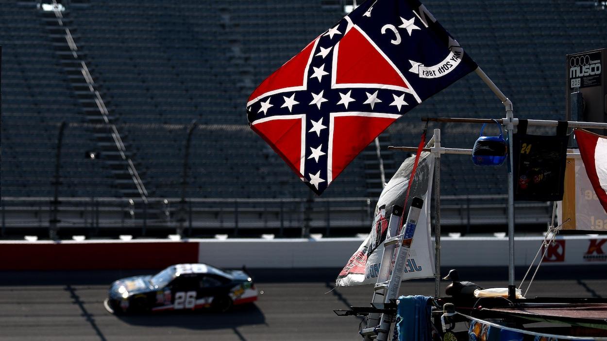 Le drapeau confédéré interdit des événements et propriétés — NASCAR