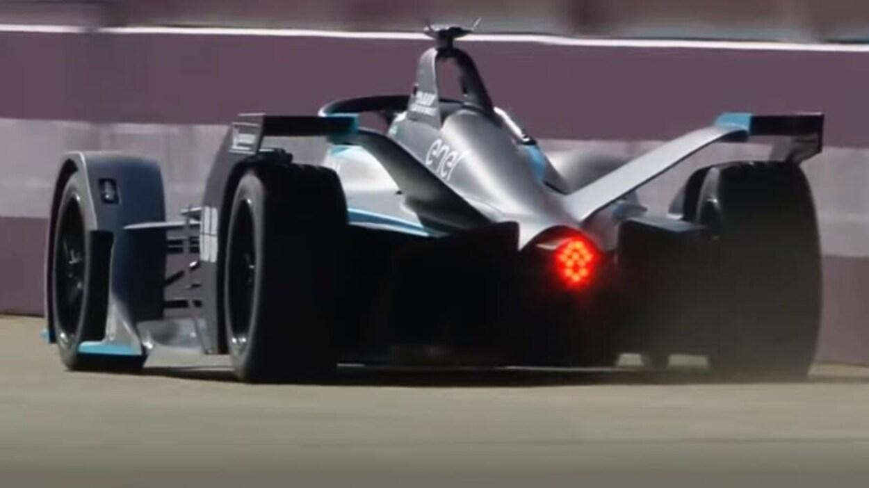 Nico Rosberg au volant de la Formule E Gen 2 (de deuxième génération) construite pour la cinquième saison.