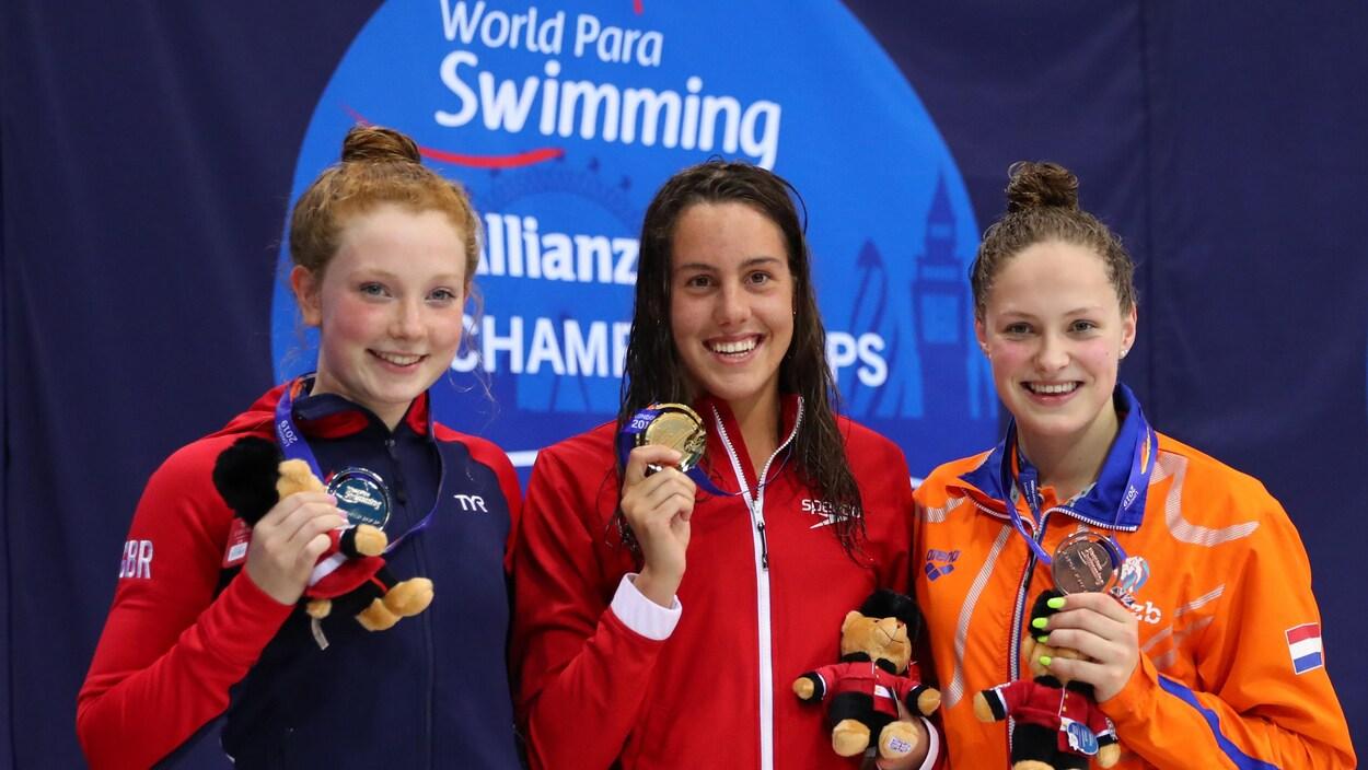 La Britannique Zara Mullooly et la Néerlandaise Chantalle Zuderveld accompagnent Aurélie Rivard sur le podium.