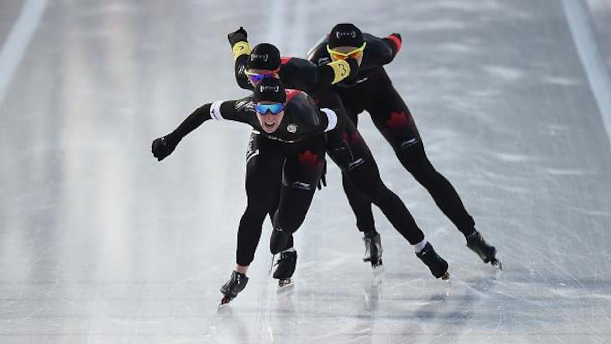 Ivanie Blondin, Isabelle Weidemann et Keri Morrison à l'arrivée de la poursuite par équipe