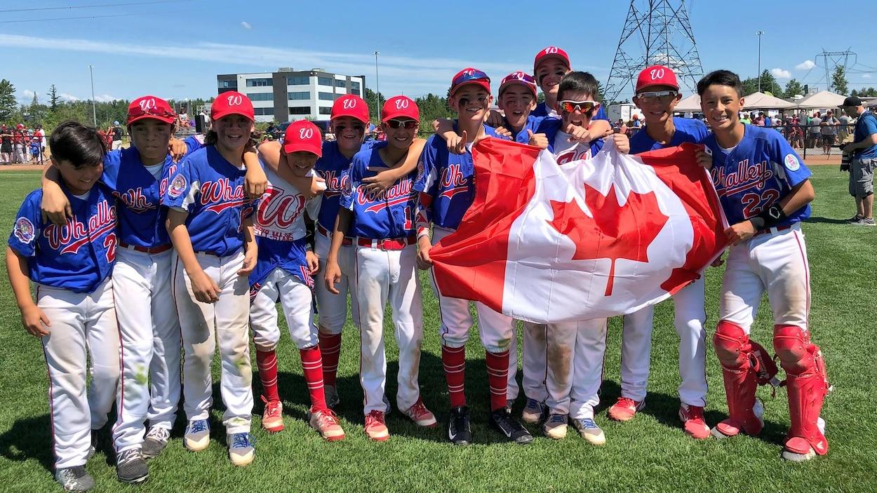 L'équipe de Whalley, en Colombie-Britannique, a remporté le titre canadien de petite ligue de baseball.